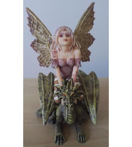 Fée assise sur un dragon - Figurine féerique (13cm)