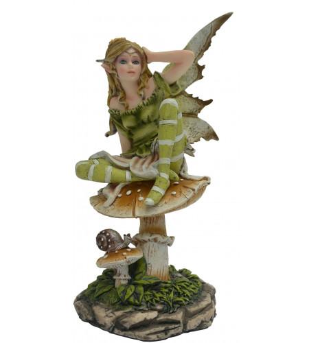 Figurine fée verte sur un champignon (16x11cm*)